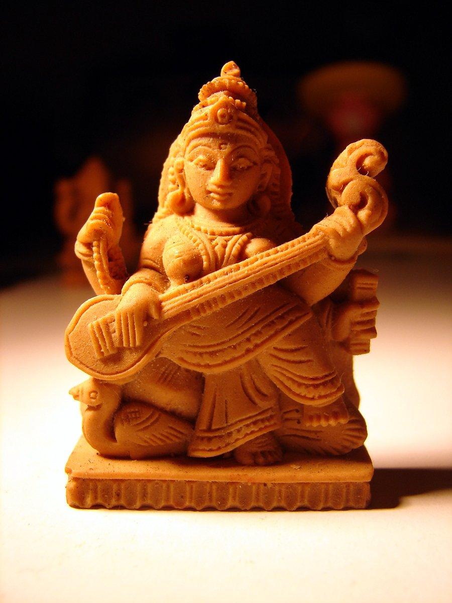 सरस्वती पूजा के दिन हुआ था माँ का जन्म इसकी कहानी जाने